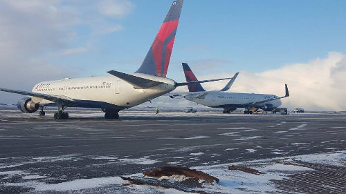 Delta Airlines sent a second plane at about 2 p.m. on Jan. 14th to transport the passengers to Portland, Oregon. Photo by Rachel D. Kremer.
